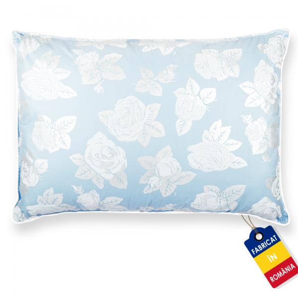Perna Pernador cu puf si pana de gasca 80x100 cm albastru cu trandafiri argintii